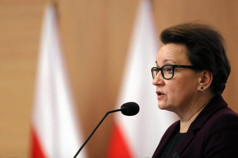 Sporo treści patriotycznych znajdziemy w nowej podstawie programowej przygotowanej przez minister edukacji Annę Zalewską.