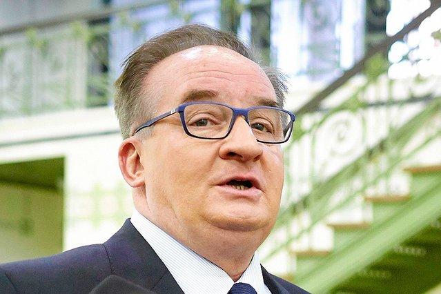 Prawica kopie leżącego. Na antenie Radia Maryja to Jacka Saryusza-Wolskiego przedstawiono jako głównego winowajcę spadku poparcia dla PiS.