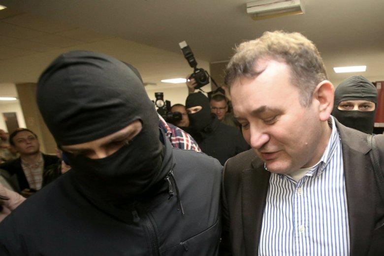 Stanisław Gawłowski otrzymał pomoc od funkcjonariusza więziennego. Pracownik aresztu ma teraz problemy.