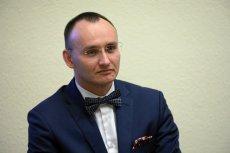 Mikołaj Pawlak zaczął przejmować się losem dzieci.