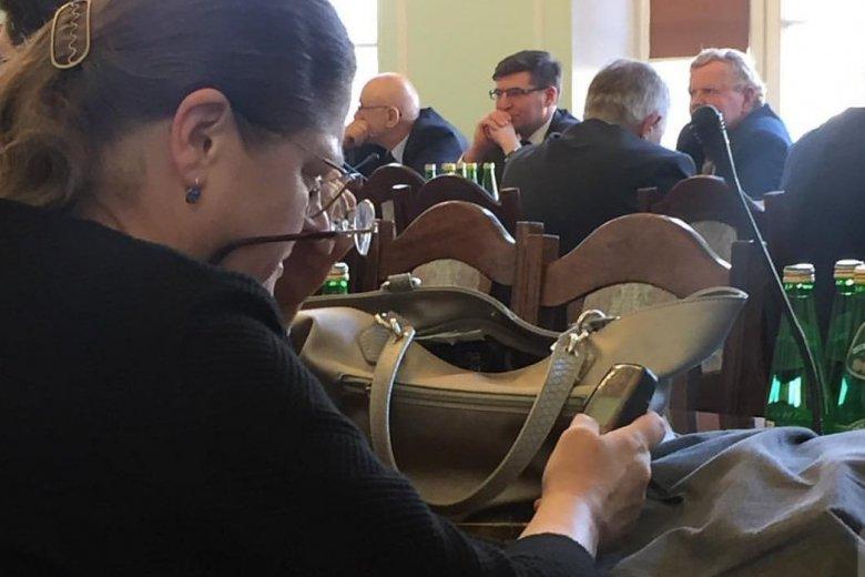 Krystyna Pawłowicz korzysta w Sejmie z Nokii 3310.