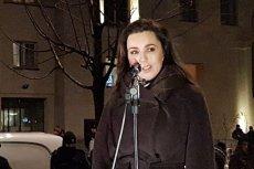 W proteście przed siedzibą TVP uczestniczyli także byli dziennikarze telewizji, aktorzy i politycy.