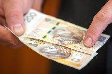 39-letni mężczyzna okradał własną babcią, podkładając jej fałszywe banknoty.