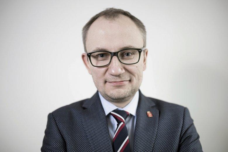 Stołeczny radny PiS dr Błażej Poboży wrzucił do sieci karykaturę prezydenta Warszawy Rafała Trzaskowskiego (PO).