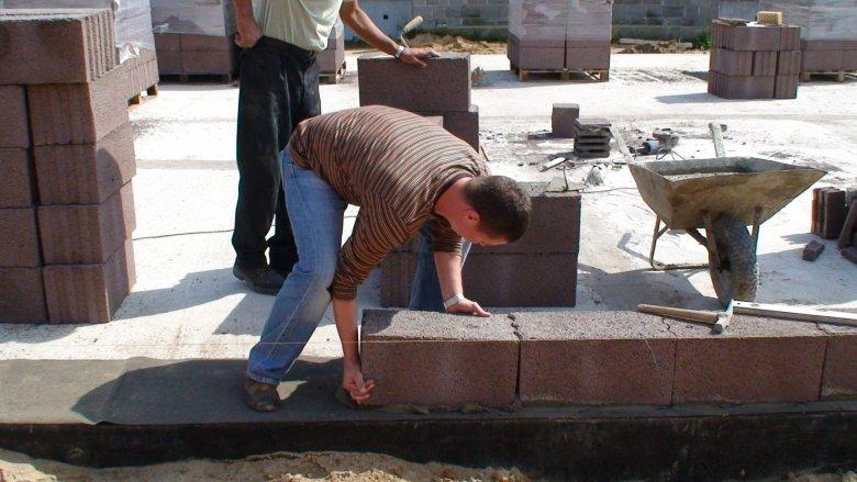 Sprawdźmy firmę budowlaną, jej doświadczenie, realizacje i znajomość procesu budowy.
