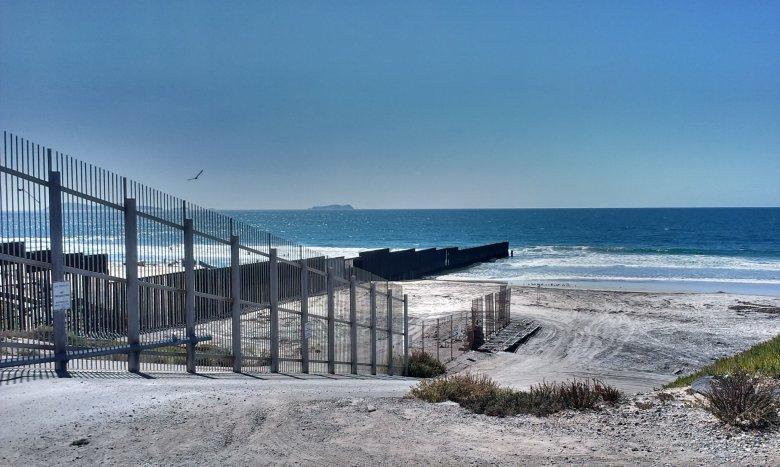 Tu zaczyna się lądowa granica USA z Meksykiem.