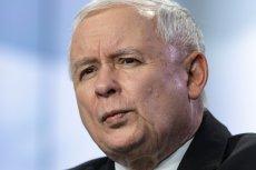 Jarosław Kaczyński prezentował wymownąmimikępodczas konferencji z Markiem Kuchcińskim