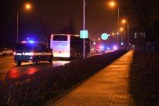 Polacy zaraz po wylądowaniu zostali przewiezieni do szpitala na badania.