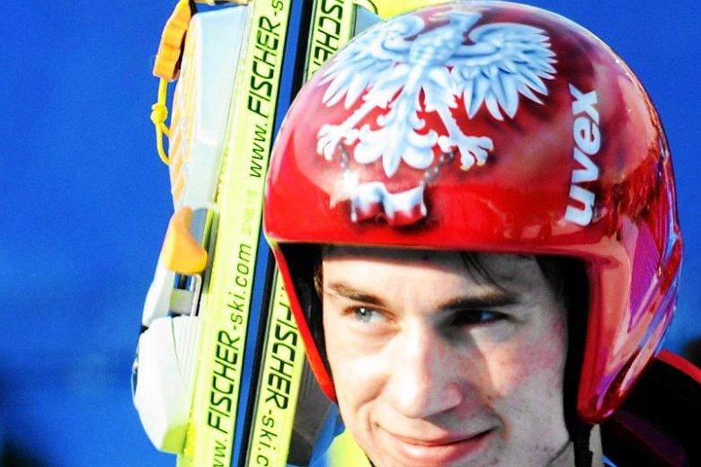 Specjalny, patriotyczny kask Kamil przygotował nie tylko na olimpiadę w Rosji. Tak występował przed 4 laty w Kanadzie.