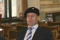 Kazimierz Koralewski został odesłany na przymusowy urlop do czasu wyjaśnienia sprawy. Powodem urlopowania były antysemickie treści, jakie pojawiły się na jego Twtterze.