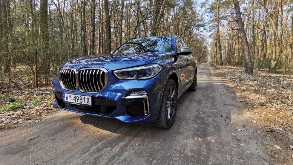 BMW X5 to model, który sporą popularność zyskał m.in., dzięki obecności w serii książek Remigiusza Mroza o mecenas Chyłce.