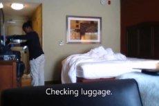"""Nagrał sprzątaczkę w hotelowym pokoju. Była bardzo """"zainteresowana"""" laptopem i tabletem, a nie sprzątaniem"""