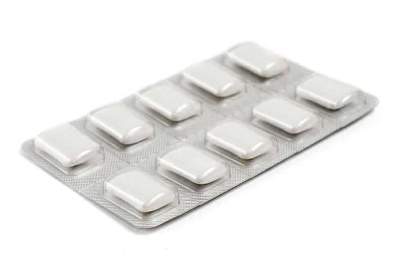 Gumy do żucia z niewielką zawartością nikotyny w składzie są stosowane  w tzw. nikotynowej terapii zastępczej, aczkolwiek ich skuteczność w leczeniu uzależnienia od tej substancji pozostaje kwestią dyskusyjną