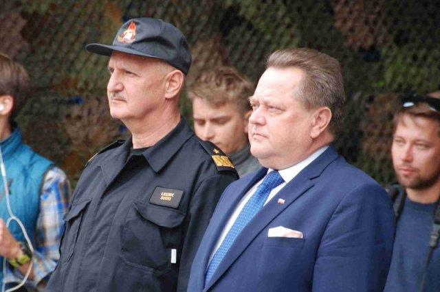 Komendant PSP Leszek Suski i jego patron wiceminister Spraw Wewnętrznych Jarosław Zieliński