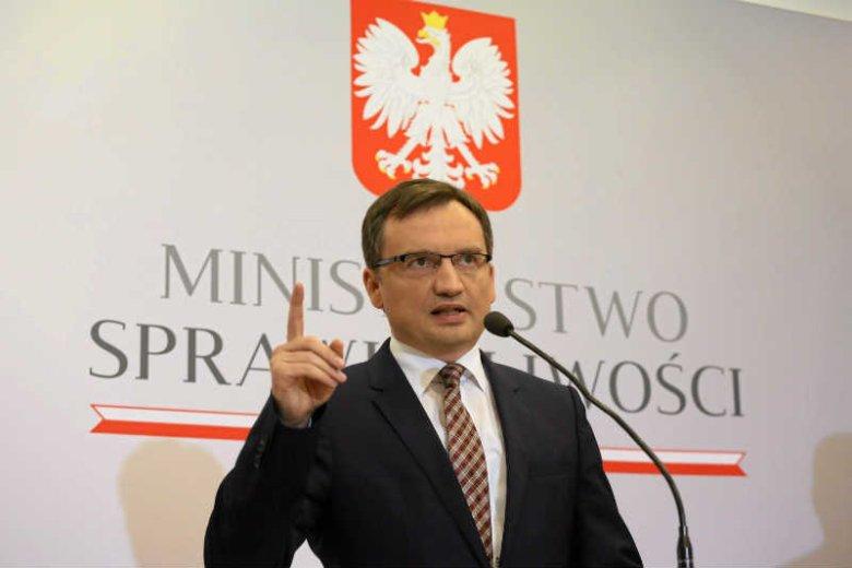 Zbigniew Ziobro broni wandali.