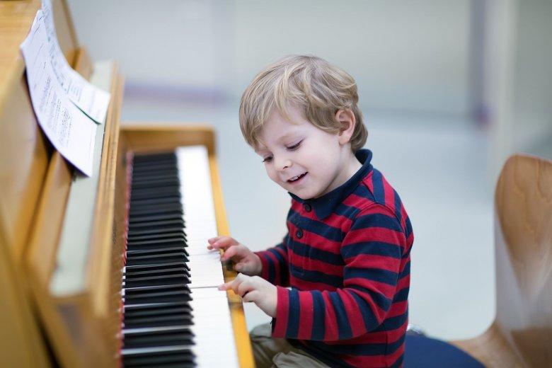 Wspomnienia ze szkoły muzycznej bywają bolesne, zwłaszcza dla osób pozbawionych słuchu muzycznego.