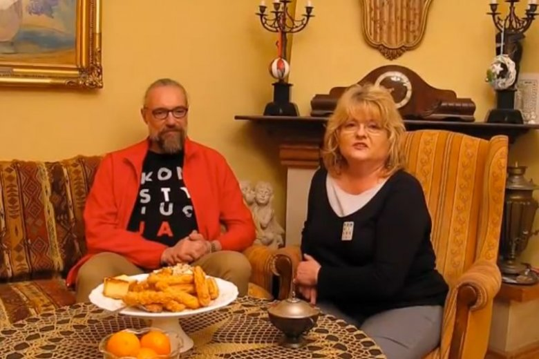 Wraz z Elżbietą Pawłowicz Mateusz Kijowski wystąpił w krótkim nagraniu, w którym dziękuję za finansowe wsparcie.