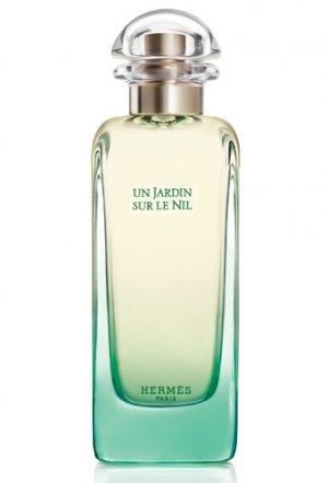 Un Jardin Sur Le Nil marki Hermes to kwiatowo - owocowe perfumy dla kobiet i mężczyzn. Bezpieczny zapach - bardzo dobry do biura - odświeżający, elegancki, przyjemny w odbiorze dla innych.