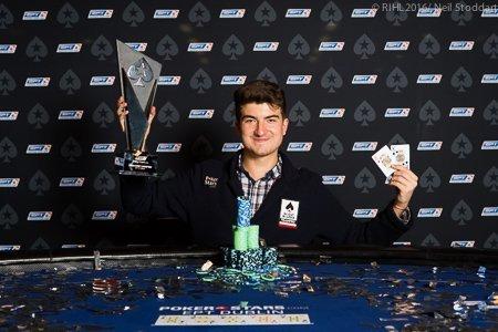 """EPT podpisało to zdjęcie w następujący sposób: ,,The most predictable winner's photo of all time: Dzmitry Urbanovich"""""""