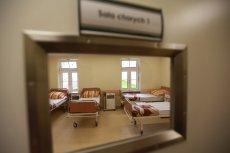 Szpital psychiatryczny w Choroszczy pod Białymstokiem - największy w Polsce - zamyka trzy oddziały, pozostałe siedem stawia w stan likwidacji.