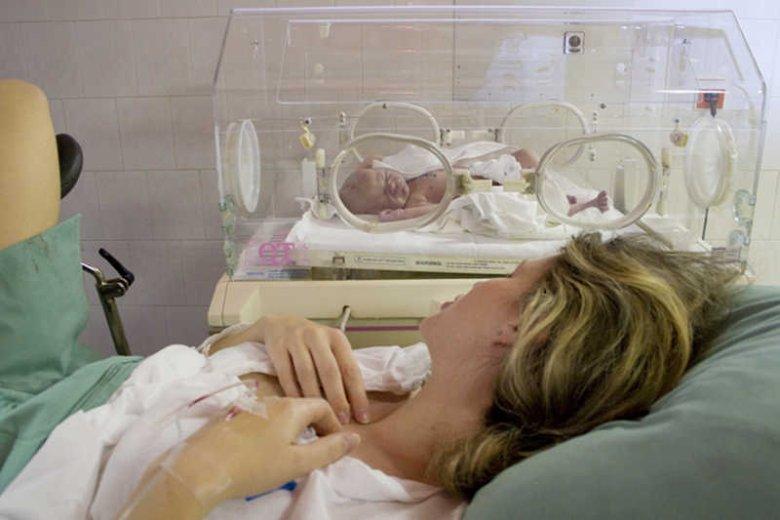 W Polsce co trzecie dziecko rodzi się przez cesarskie cięcie.