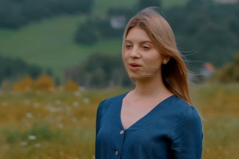 """Klaudia Kulawik jest już dorosłą kobietą. Widzowie pokochali ją w """"Mam talent"""", teraz nagrała własny singiel"""