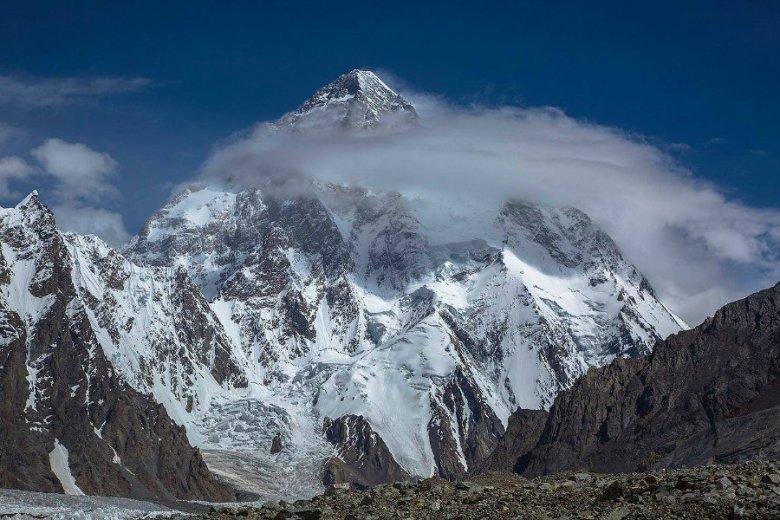 Helikopter właśnie wyruszył w kierunku K2 po ekipę ratunkową. Stamtąd ruszą na Nanga Parbat.