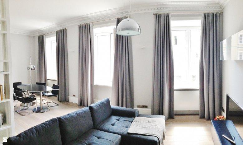 Długie zasłony optycznie powiększą każde pomieszczenie.