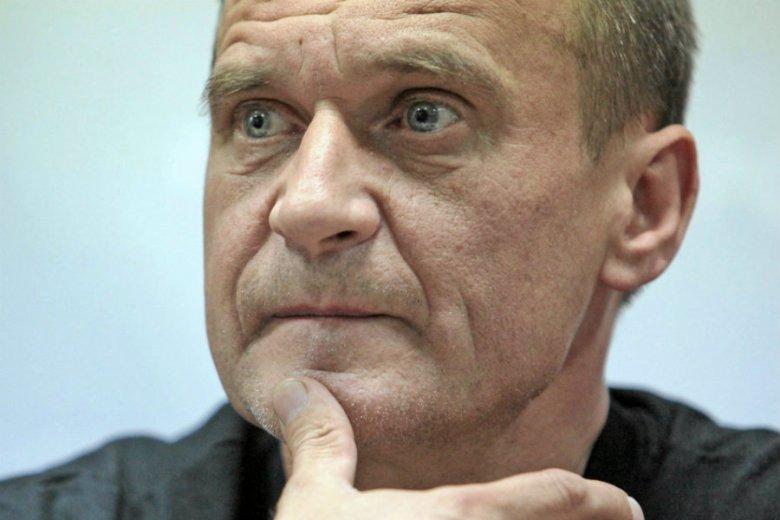 """Paweł Kukiz słowem """"żenada"""" skomentował antysemickie hasło """"Zdejmij jarmułkę, podpisz ustawę!"""". Jak powiedział, narodowców już w partii Kukiz'15 nie ma."""