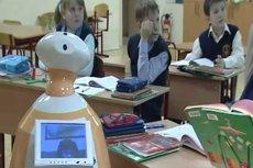 R-BOT podczas testów w rosyjskiej szkole