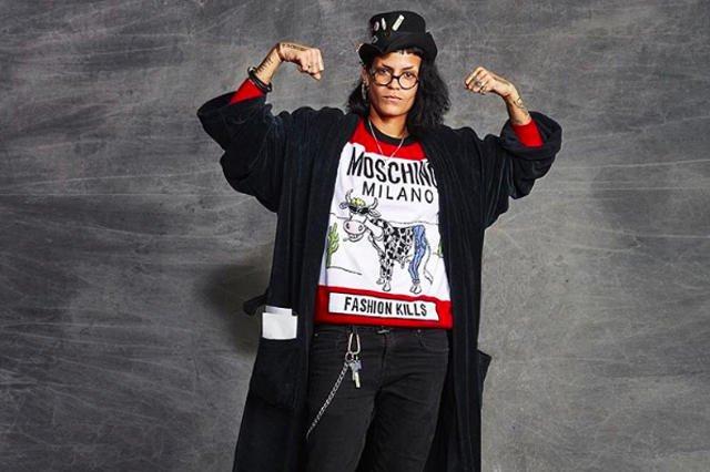 Dom mody Moschino promuje lata 90-te w kolekcji na sezon jesienny.