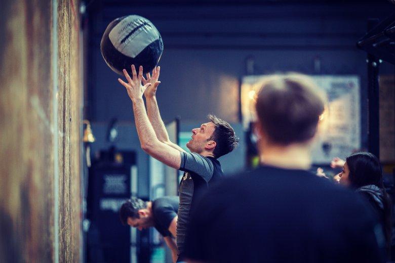 """55 """"wall balli"""" czyli rzutów piłką 9 kg"""