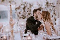 Kameralne przyjęcia weselne wbrew pozorom nie są łatwiejsze do zorganizowania niż tradycyjne, duże wesela.