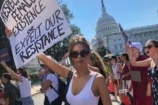 Emily Ratajkowski protestowała przeciwko kandydaturze Kavanaugh na sędziego Sądu Najwyższego. Została aresztowana przez policję.