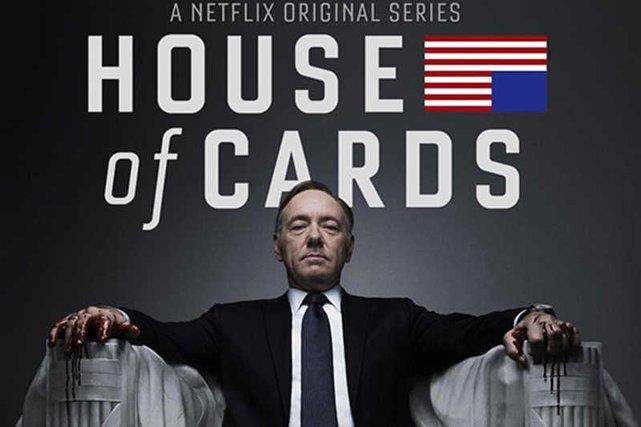 """Plakat bijącego rekordy popularności serialu """"House of Cards"""", który wyprodukował Netflix."""