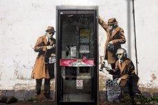 Banksy kpi ze szpiegów tuż pod kwaterą brytyjskiej agencji, która pomagała NSA w globalnej inwigilacji.