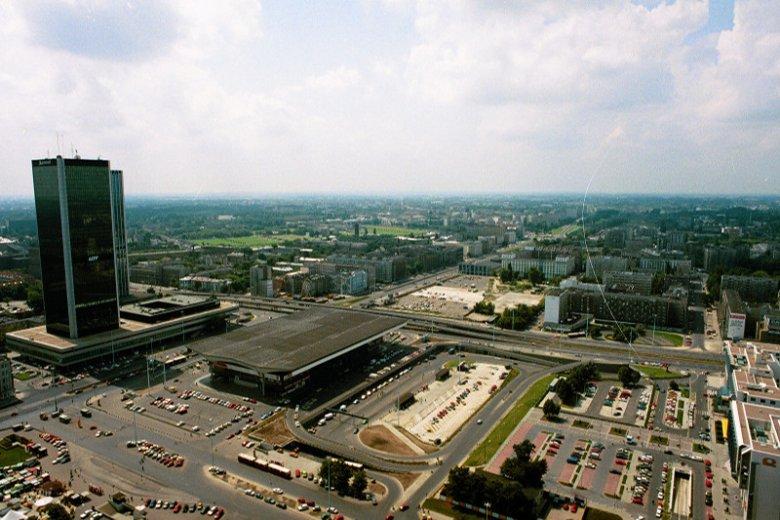 Dworzec Centralny i jego okolice w lipcu 1993 roku.