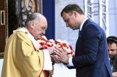Andrzej Duda nie ukrywa, że regularnie sięmodli i chodzi na msze.