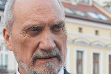 """Przed laty Antoni Macierewicz, jako szef kontrwywiadu dopuścił do poufnych informacji człowieka, który obecnie okrzyknięty został """"rosyjskim łącznikiem"""".  Po rewelacjach """"Faktu"""" MON pospiesznie zajęło się fundacją, której szefował."""