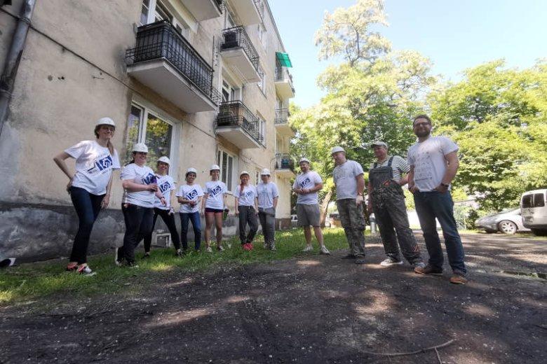 Wolontariuszami są osoby pracujące zarówno w biurach, jak i centrach planowania i logistyki oraz fabrykach P&G, które pomogły już setkom osób.