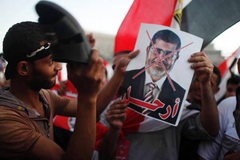 Protestujący Egipcjanie domagają sięustąpienia prezydenta Mohammeda Mursiego