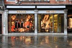 Produkty luksusowych marek można kupować nie tylko w oficjalnych sklepach i outletach, ale także w coraz popularniejszych w Polsce klubach zakupowych.