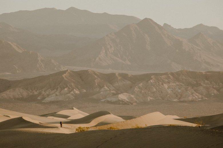 Fotografie Justyny Zduńczyk przedstawiają prawdziwe krajobrazy, które przynoszą na myśl filmowe scenerie