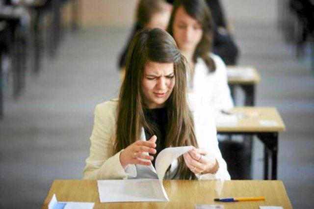Czy egzaminatorzy naciągają wyniki matur, aby za wielu zdających nie oblało egzaminu dojrzałości?
