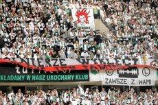 Mecz z Apollonem Legia rozegra przy pustych trybunach. Na zdjęciu: Kibice Legii Warszawa podczas marcowego spotkania z GKS Bełchatów