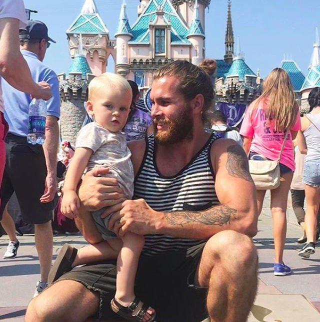 Tata z kokiem w Disneylandzie.