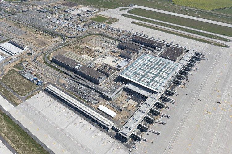 Rozgrzebana budowa lotniska w Berlinie, którego otwarcie opóźni się o co najmniej o 7 lat. Dowód, że Niemcom przy inwestycjach infrastrukturalnych również zdarzają się potknięcia.