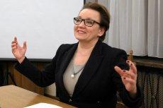 """""""Tu nikt jej nie wygwiżdże"""". Sprawdzamy, dlaczego minister Zalewska jedzie na zakończenie roku szkolnego do niewielkiej Piławy Górnej na Dolnym Śląsku."""