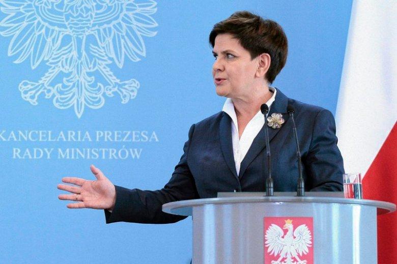 Beata Szydło z pompą obwieściła nowy program rządowy Mieszkanie plus. Jej wiceminister ujawnił, że z programu powstaną nie tylko bloki, ale też domy jednorodzinne.