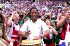 Podczas przedfinałowej mundialowej ceremonii Ronaldinho zagrał na bongosach.
